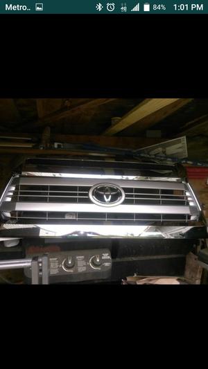 Tengo barias partes originales de 2015 Toyota tundra 1794 edition