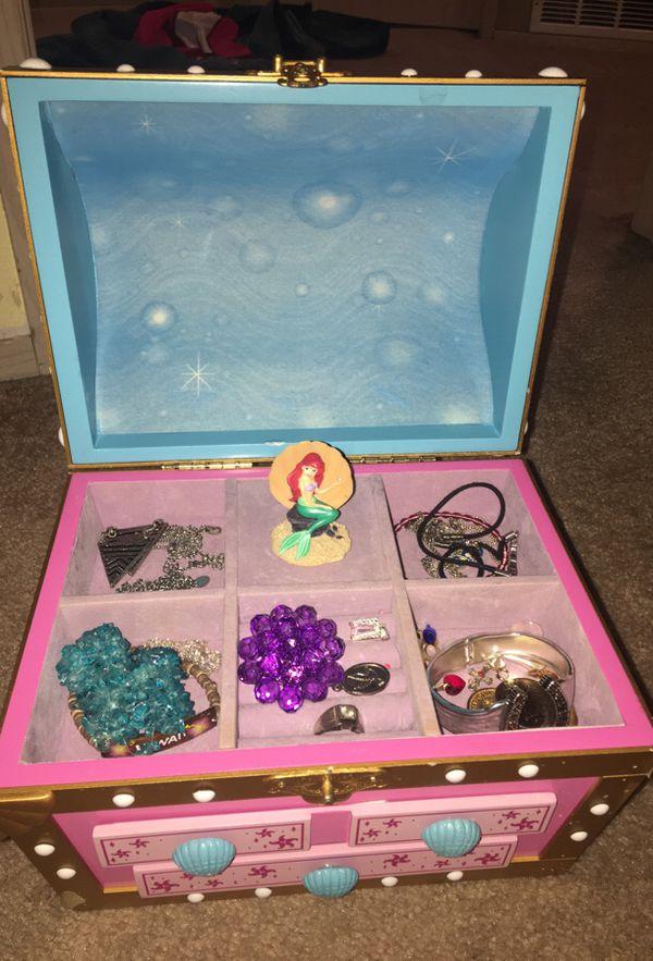 Ariel jewelry box w music Jewelry Accessories in Spanaway WA
