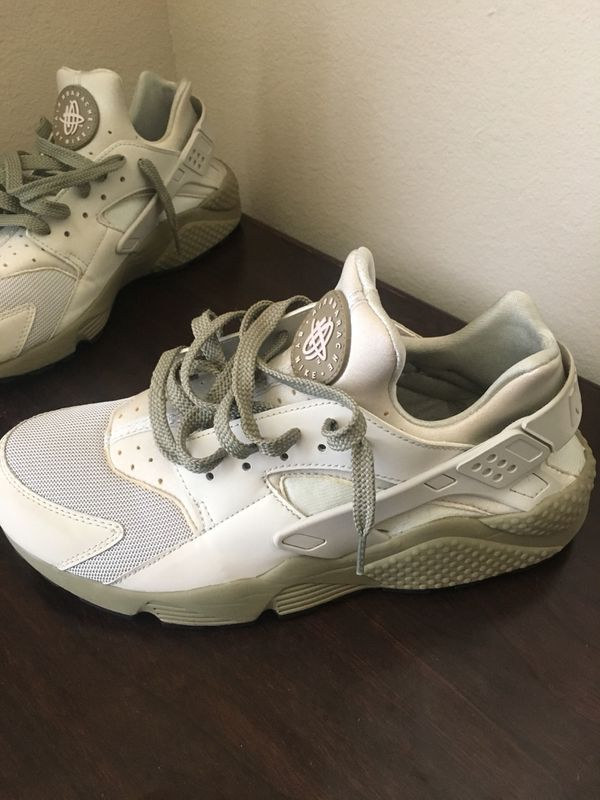 a5a35046b46c 2 pair of Nike Air Huaraches (Clothing   Shoes) in Fayetteville