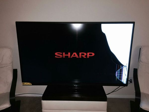 sharp 70 inch smart tv. 70 inch sharp smart tv with cracked screen that can be fixed tv