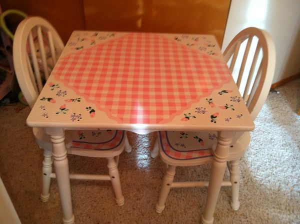 girls table and chair set baby kids in covington wa offerup. Black Bedroom Furniture Sets. Home Design Ideas