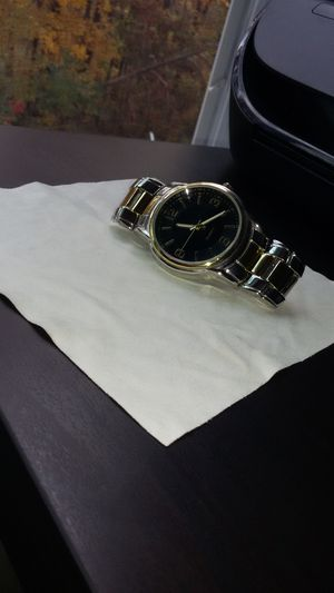 NON-BRANDED WATCH