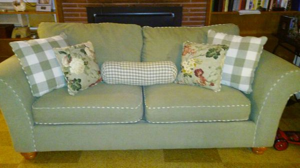 Couches furniture in everett wa offerup for Bedroom furniture 98203