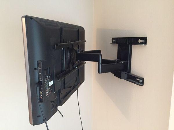 42 Inch Toshiba Flatscreen Tv W Wall Mount Furniture In