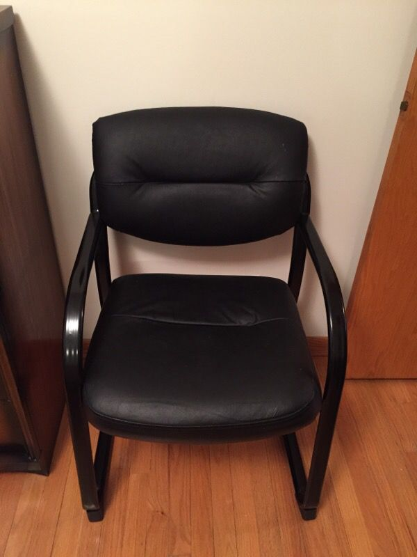 Hip replacement chair x2 furniture in chicago il offerup for Furniture 60614