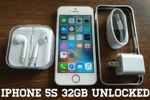 Silver Iphone 5S 32GB UNLOCKED w/ Accessories