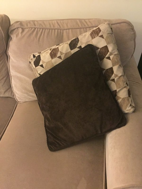 Good condition tan couch with 4 pillows
