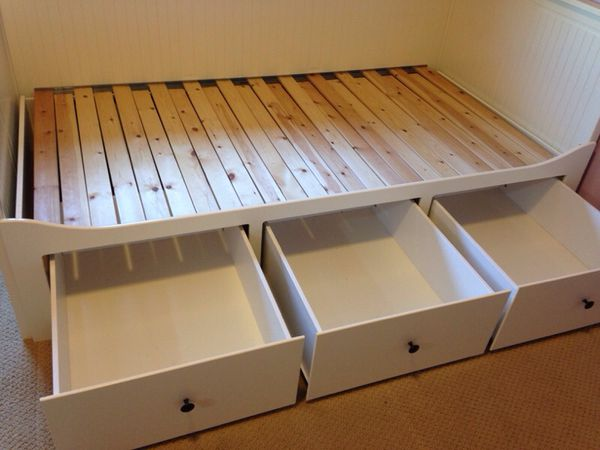 Ikea hemnes day bed twin to king furniture in brier for Ikea day bed double