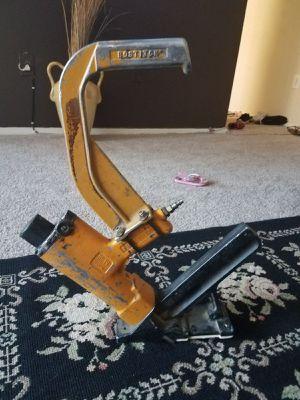 Pistola bosthi para poner pisos de madera