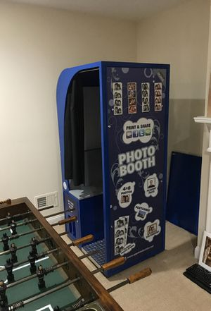 """FacePlace """"Royale"""" photobooth by Apple Industries"""