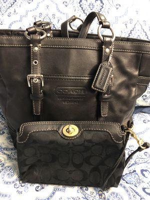Gorgeous classic coach handbag with free wristlet