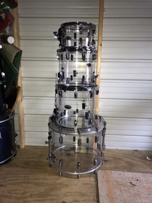 Pearl Crystal Beat 4 piece rock drum set
