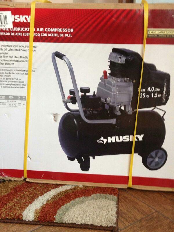 Husky 8 Gallon Air Compressor Tools Amp Machinery In Oak