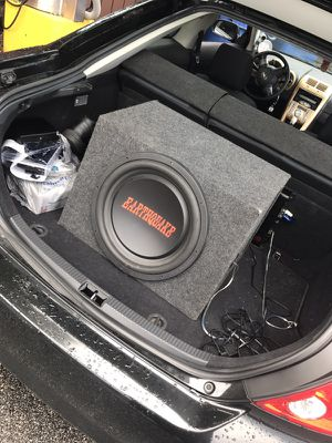 "Selling 15"" sub n boss audio amp"