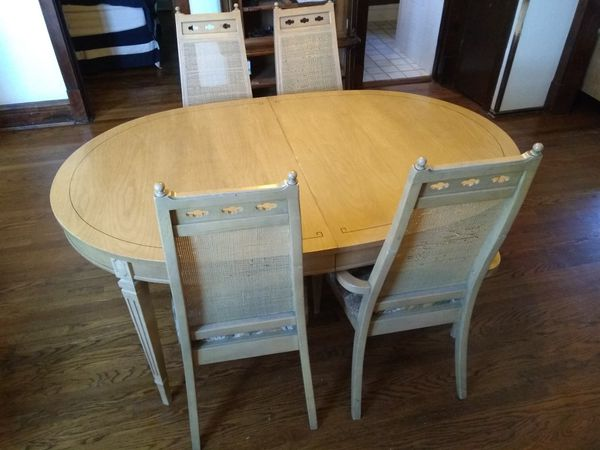 Wooden Dining Room Table With 4 Chairs (Furniture) in Oak Park, IL