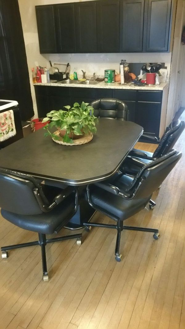 Table and 4 chairs 110 cash furniture in chicago il for Furniture 60614