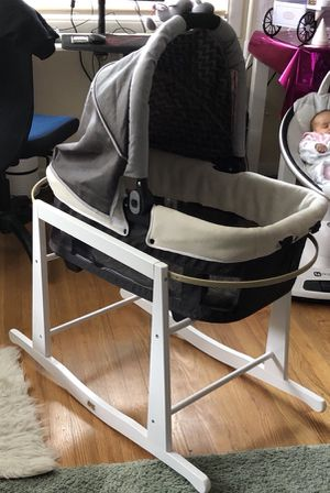 Baby Bassinet/stand