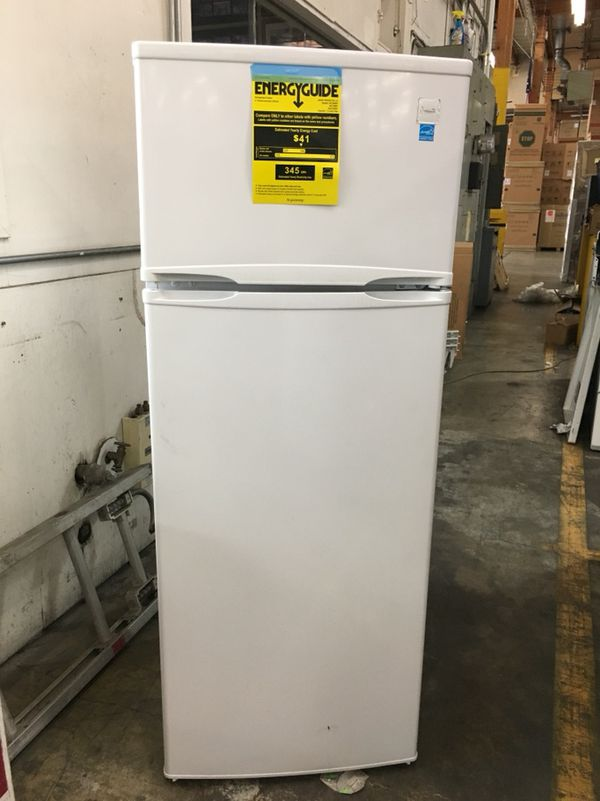 Apartment size refrigerator freezer 7.4 Cu Ft NEW! Avanti ...