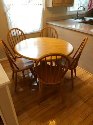 Rount solid wood table