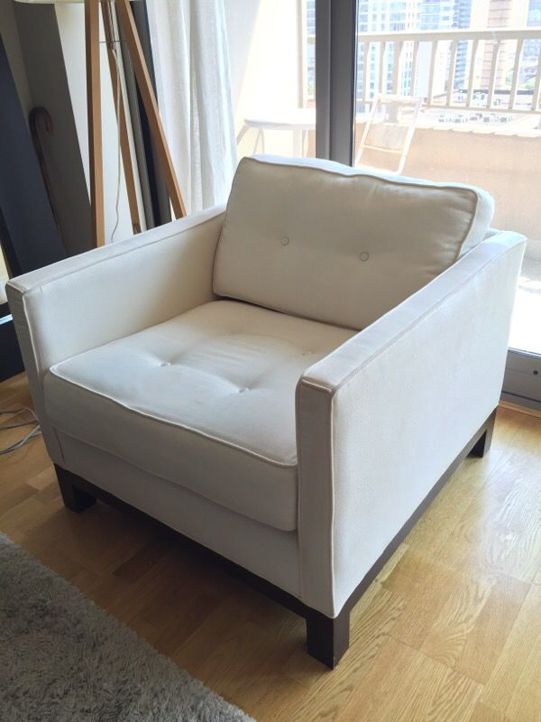 Pottery barn living room chair furniture in chicago il for G furniture chicago