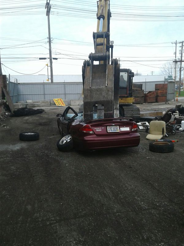 We buy junk cars and trucks (Cars & Trucks) in Cleveland, OH