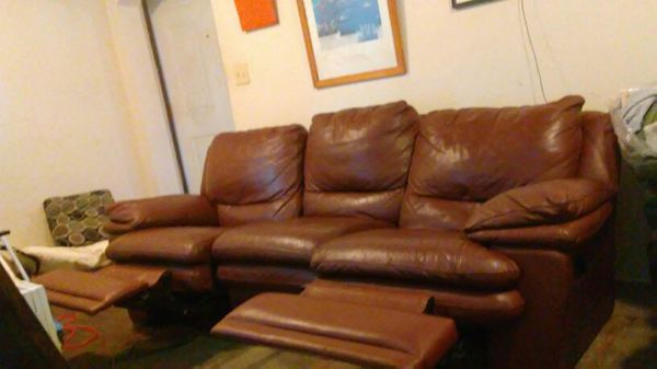 Leather couch great condition furniture in everett wa for Sectional sofas everett wa