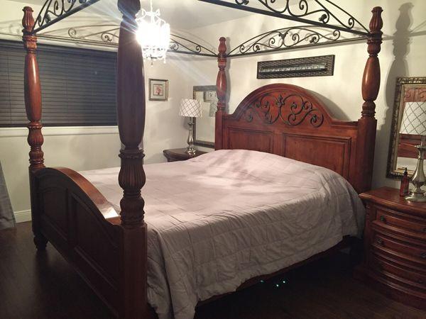 Four poster bedroom set (Furniture) in Hialeah, FL - OfferUp