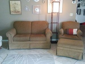 Broyhill furniture set and lamp