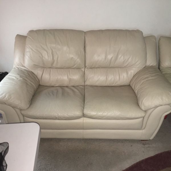 Leather love seat and sofa furniture in lynnwood wa for Furniture in lynnwood