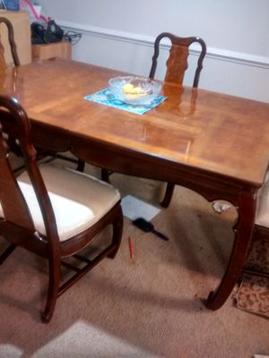 Reduced for quick sale! Dinning table with leaf