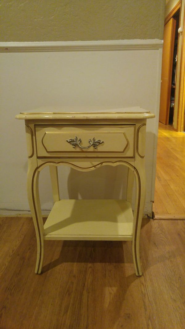 Vintage Side Table Furniture In Marysville Wa