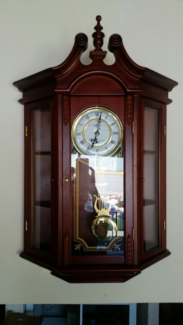 Wall clock furniture in federal way wa offerup for Furniture federal way