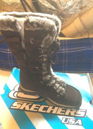 Skechers snow boots size 8.5 brand new