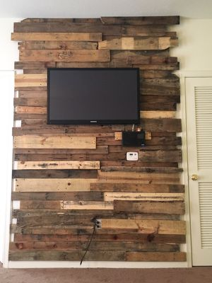 Rustic Wall Decoration Using Restored Wood
