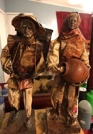 Old couple paper figures