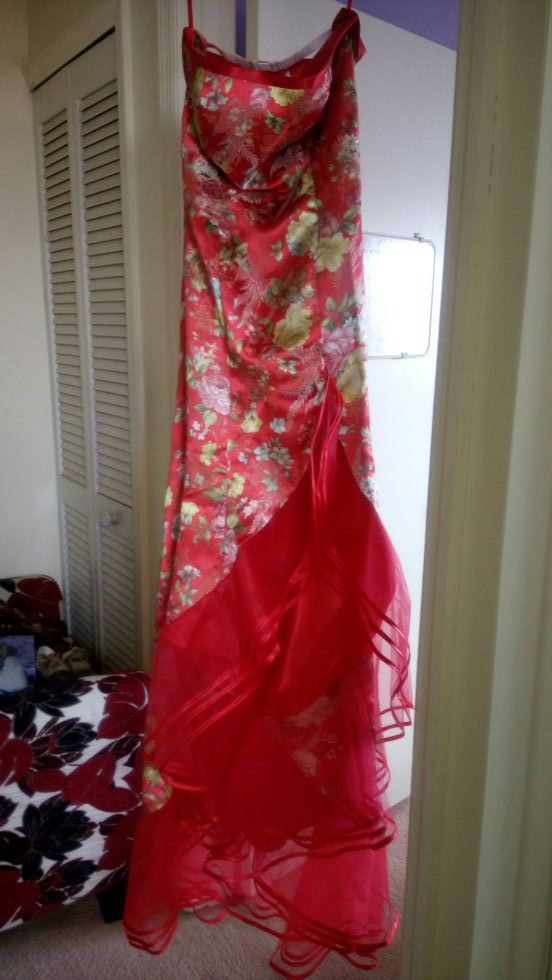Red wedding dress (Chinese traditional dress qipao) (Clothing ...