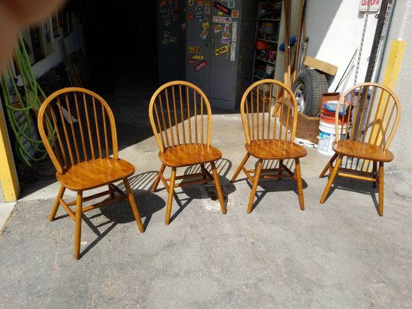4 Solid Wood Very Sturdy Dining Room Chairs Nice Condition