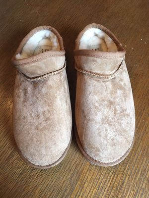 UGG slippers - New - size 5
