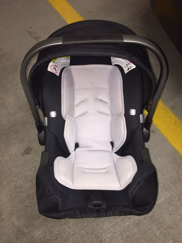 Nuna Pipa car seat with base and infant insert (Baby & Kids) in ...
