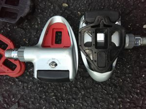 Bicycle pedals clip on shoes