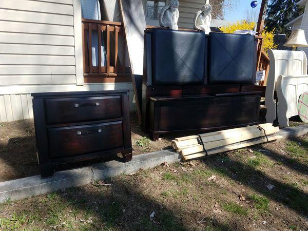 black dark wood queen bedroom set furniture in kerhonkson ny