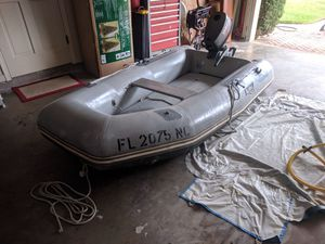 Achilles LSI-88 Hypalon Inflatable Dinghy w/ 2000 Yamaha 5 hp Outboard Motor