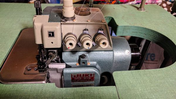 JUKI MO-816 Class DD6 Overlock 2-Needle 5-Thread Top Feed industrial sewing machine in excellent working condition