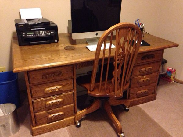 Solid hardwood desk furniture in edmonds wa offerup for Furniture edmonds wa
