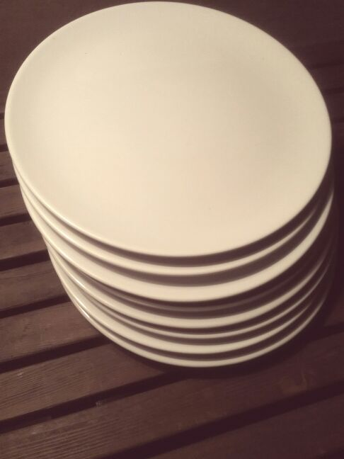 DISHES Dinner Plates LIKE NEW Part Of A 40 PIECE DINNERWARE SET Movin