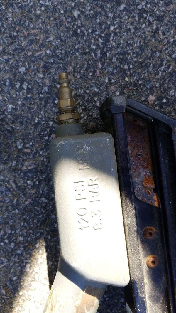Senco Framing gun and trim gun with a box of framing nails (Tools ...