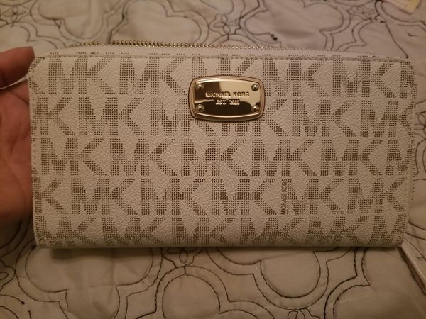 NWT MK TRAVEL WALLET VANILLA