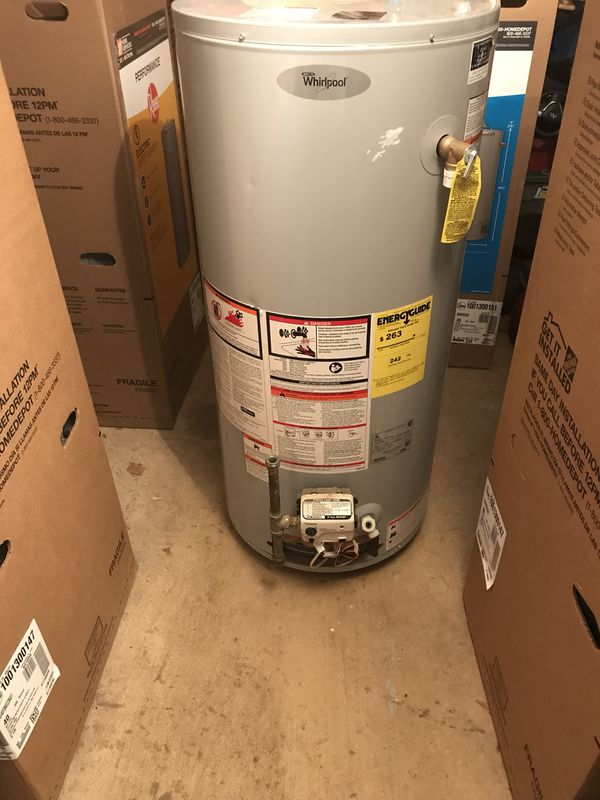 Whirlpool 2017 40 gallon gas hot water heater tank Great condition