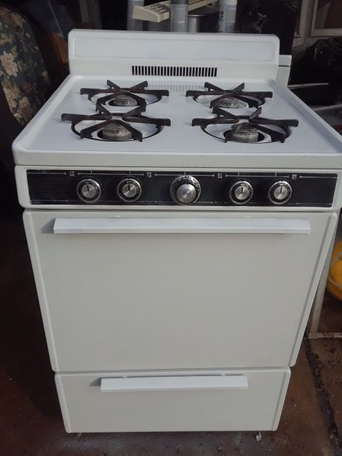 Apartment size gas stove (Appliances) in St. Louis, MO