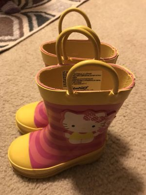 Hello kitty toodler girls boot size 5/6